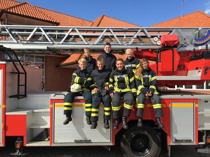 7 der 10 Schülerinnen und Schüler der Feuerwehr AG